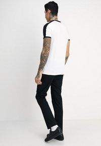 Volcom - FRICKIN MODERN STRETCH - Chino kalhoty - black - 2
