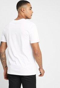 Volcom - CRISP STONE - T-shirt med print - white - 2