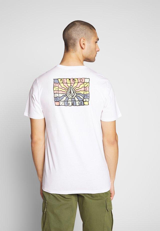 DAYBREAK - T-shirt med print - white