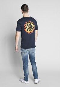 Volcom - THROTTLE - Camiseta estampada - dark blue - 2