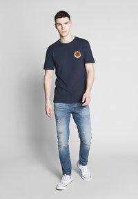 Volcom - THROTTLE - Camiseta estampada - dark blue - 1