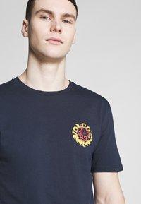 Volcom - THROTTLE - Camiseta estampada - dark blue - 5