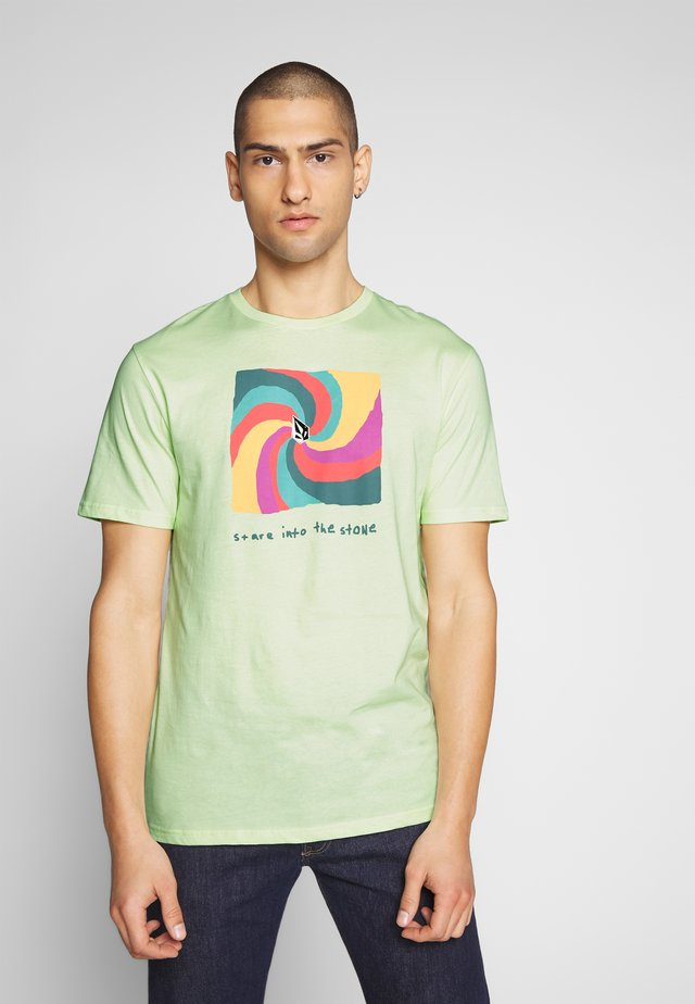 EARTH PEOPLE - Print T-shirt - neon green