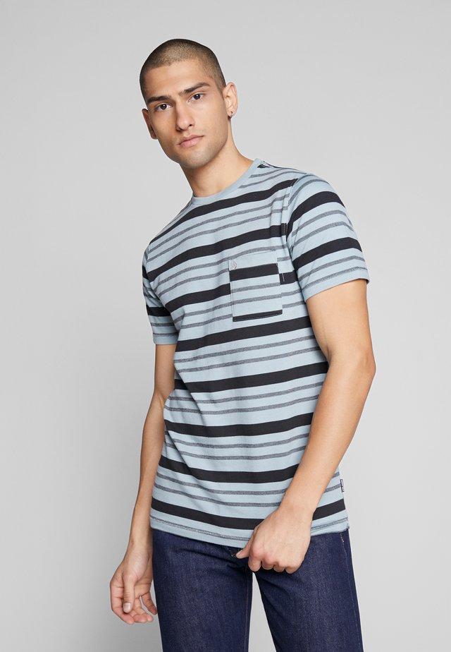 RHODES CREW - T-shirt med print - light blue