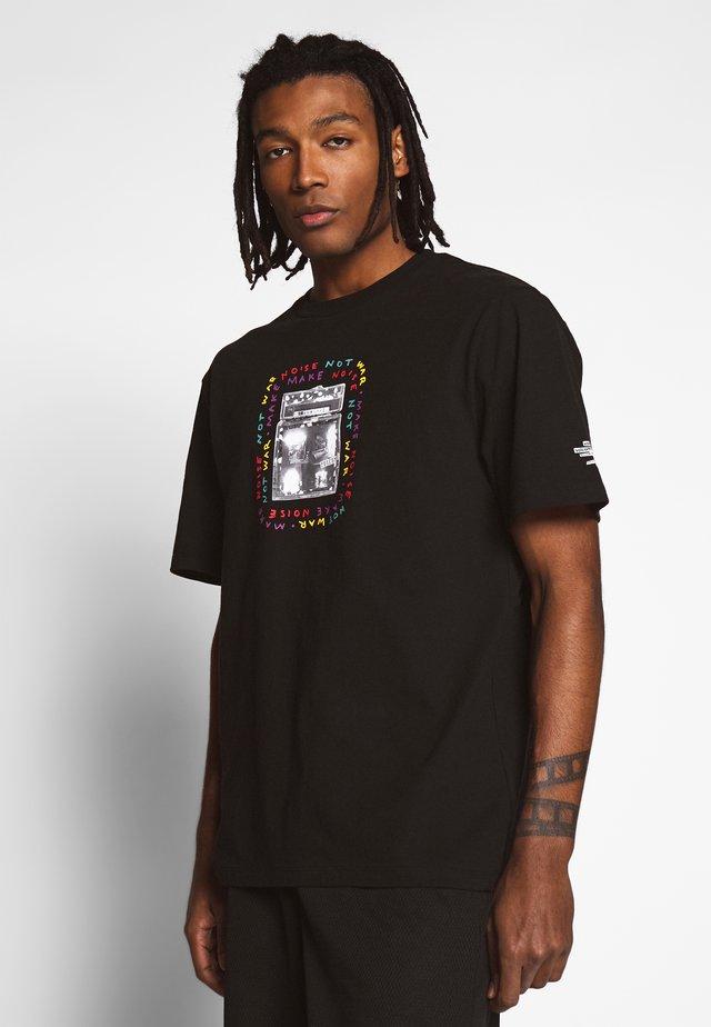 AMPING - Print T-shirt - black