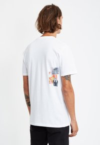 Volcom - COMMAND LTW SS - Camiseta estampada - white - 1