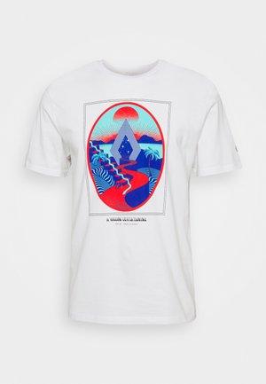 ZUVERZA - Camiseta estampada - white