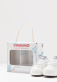 Vingino - YARI - Geboortegeschenk - retro white - 6
