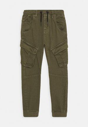 CALANDO - Pantalon cargo - army green