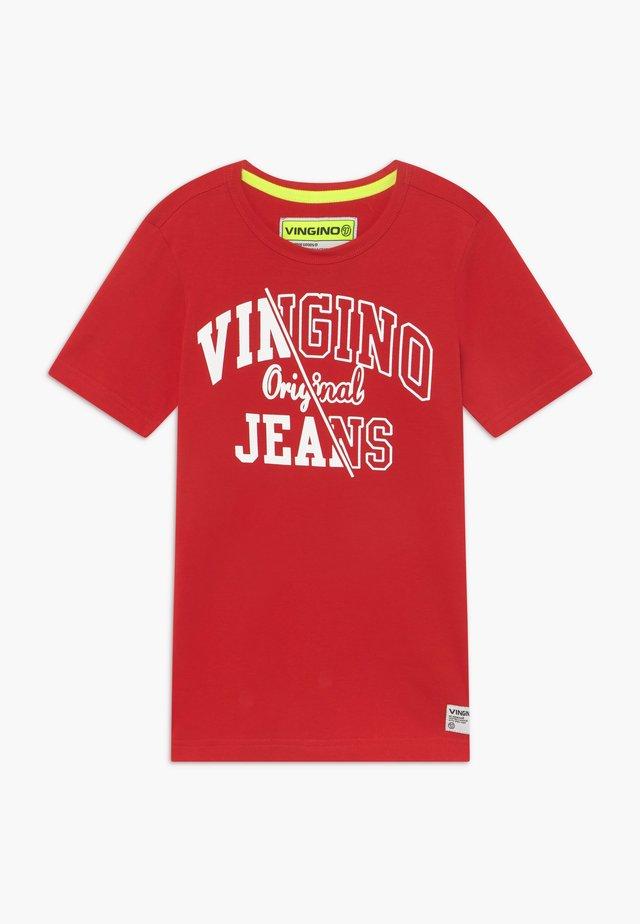 HARJAN - T-Shirt print - blast red