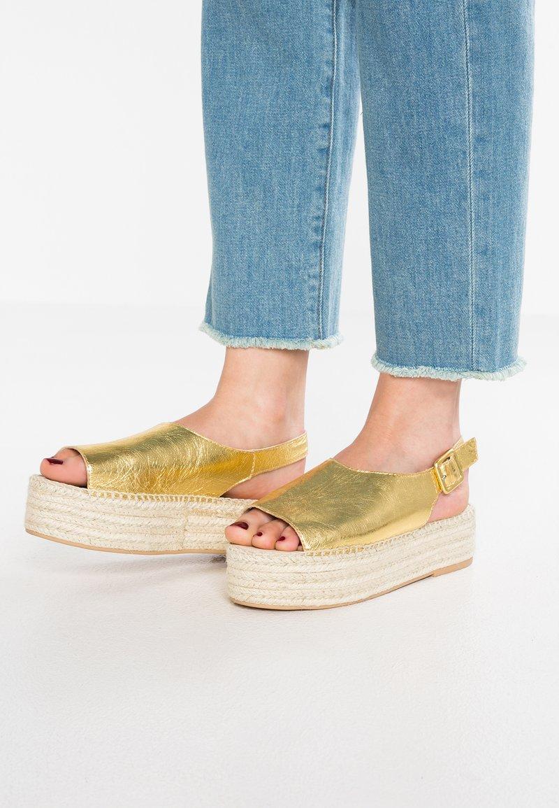 Vagabond - CELESTE - Platform sandals - gold