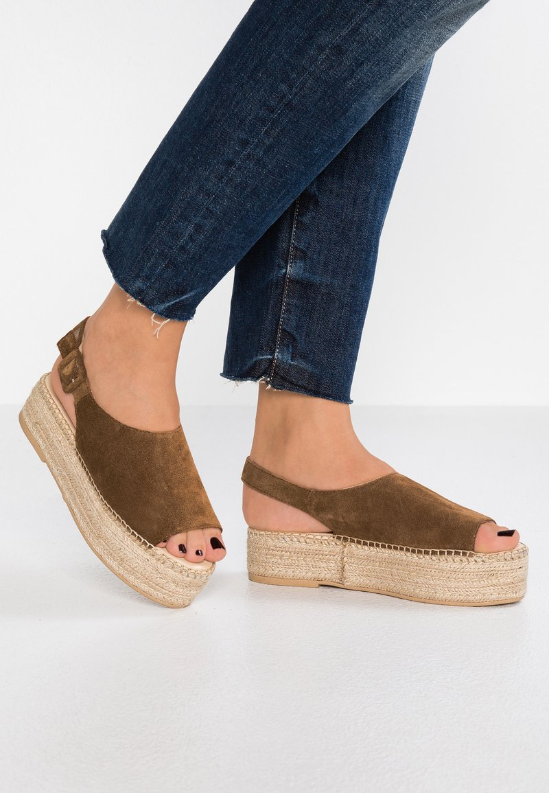 Vagabond - CELESTE - Platform sandals - brandy