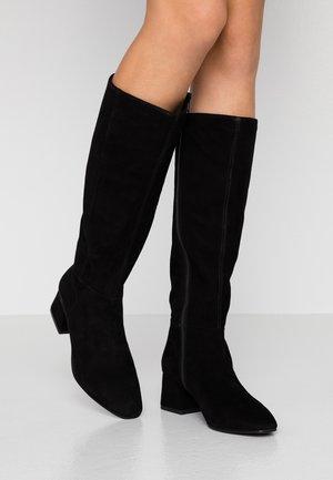 ALICE - Vysoká obuv - black