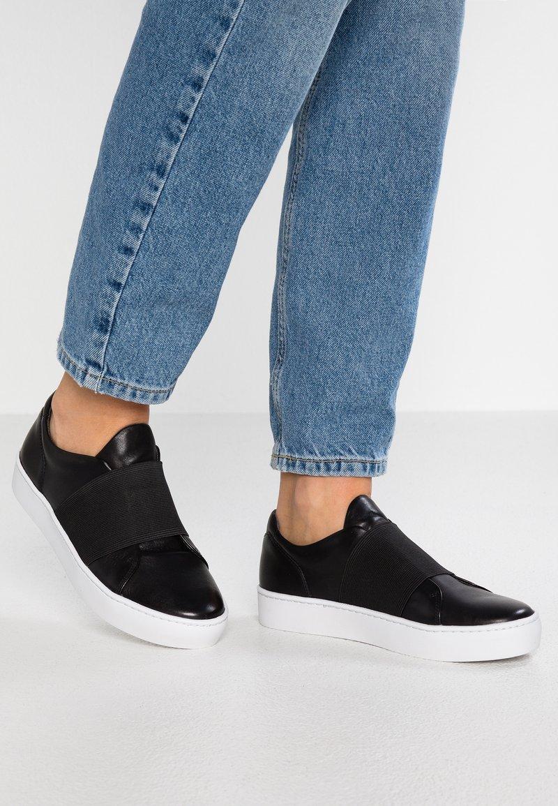 Vagabond - ZOE - Nazouvací boty - black