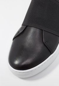 Vagabond - ZOE - Nazouvací boty - black - 2