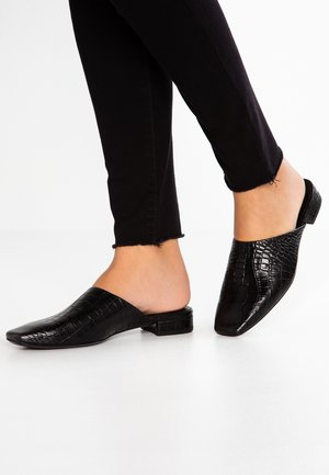 NIKKI - Pantofle - black