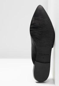 Vagabond - KATLIN - Pantofle - black - 6