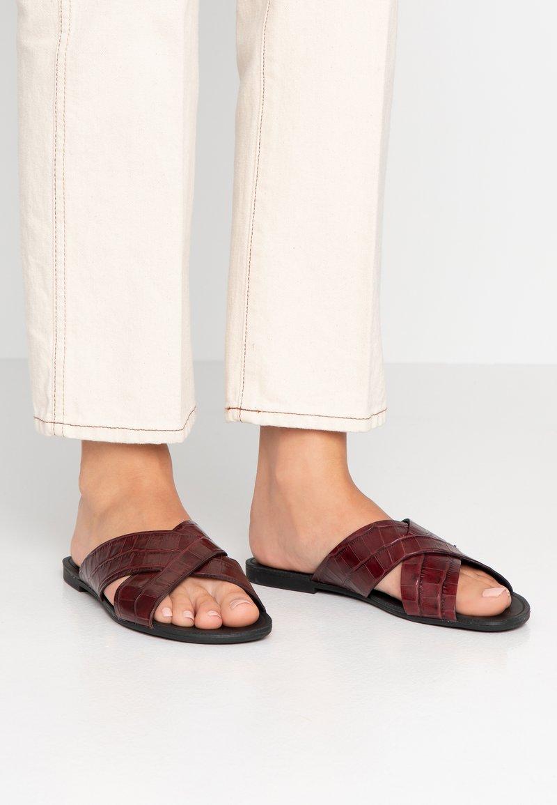 Vagabond - TIA - Pantofle - dark red