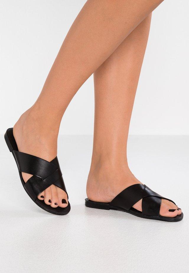 TIA - Slip-ins - black