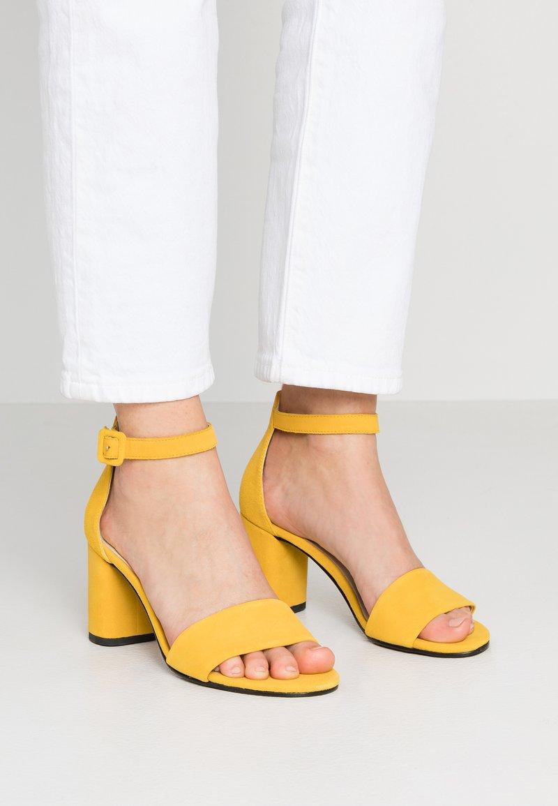Vagabond - PENNY - Sandales - yellow