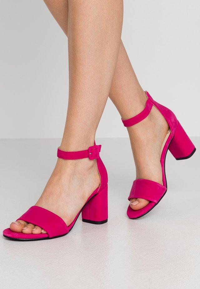 PENNY - Sandaalit nilkkaremmillä - flamingo