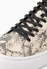 Vagabond - ZOE PLATFORM - Sneakers - sand/black - 2