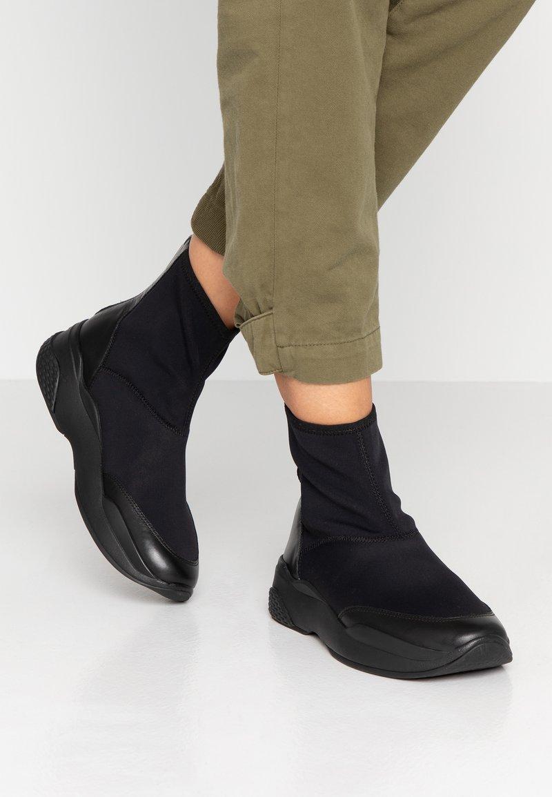 Vagabond - LEXY - Zapatillas altas - black