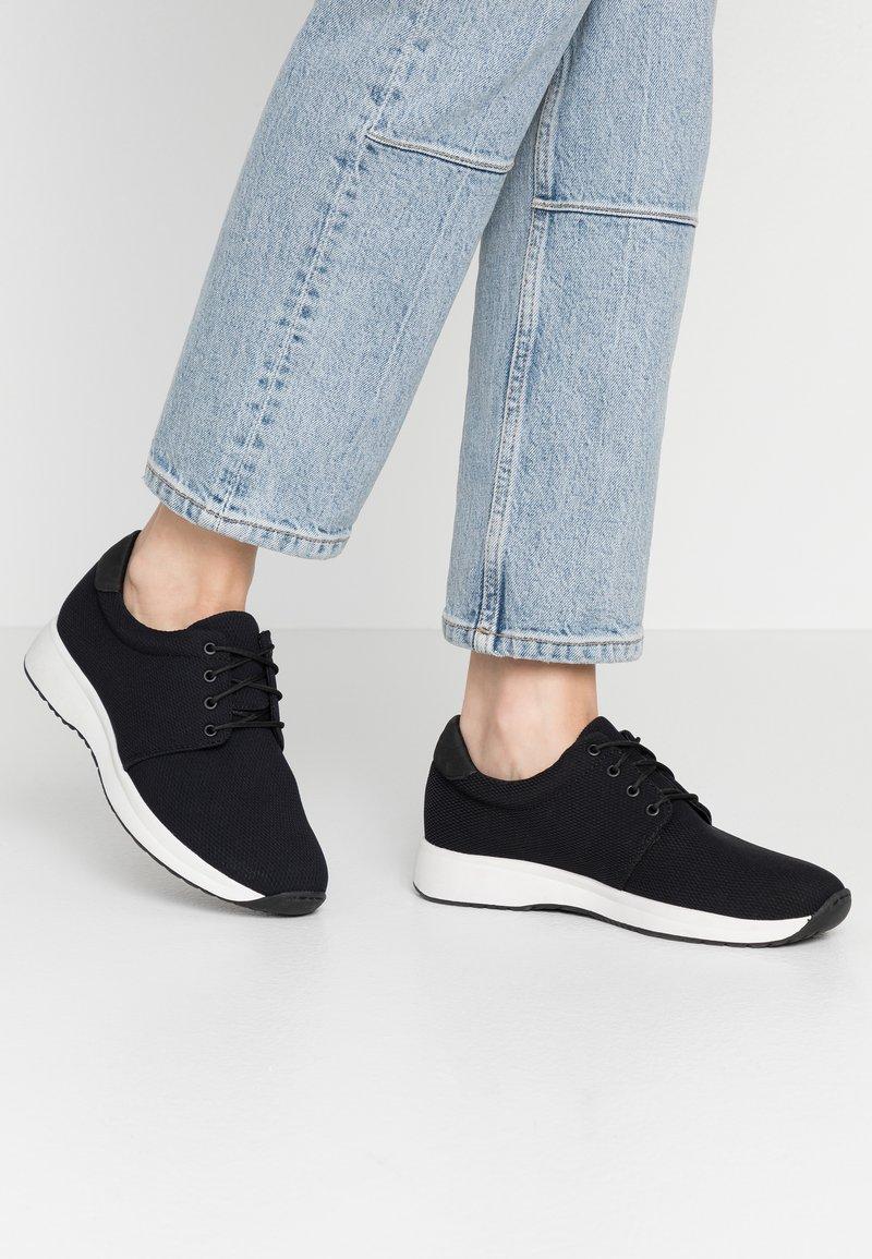 Vagabond - CINTIA - Sneakersy niskie - black