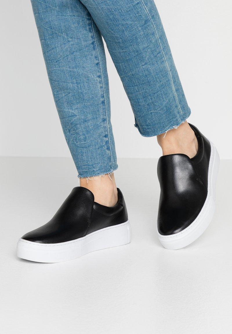 Vagabond - ZOE - Slippers - black