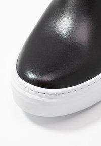 Vagabond - ZOE - Slippers - black - 2