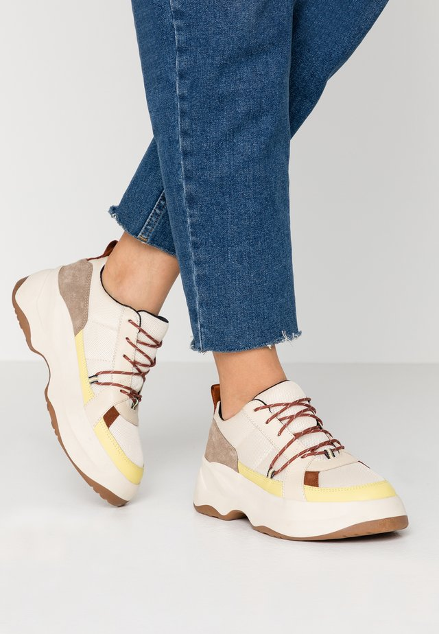 INDICATOR - Sneakers - offwhite