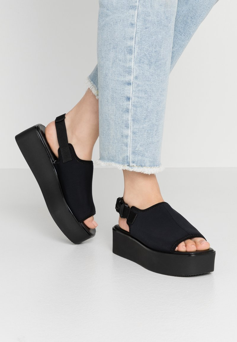 Vagabond - BONNIE - Plateausandalette - black