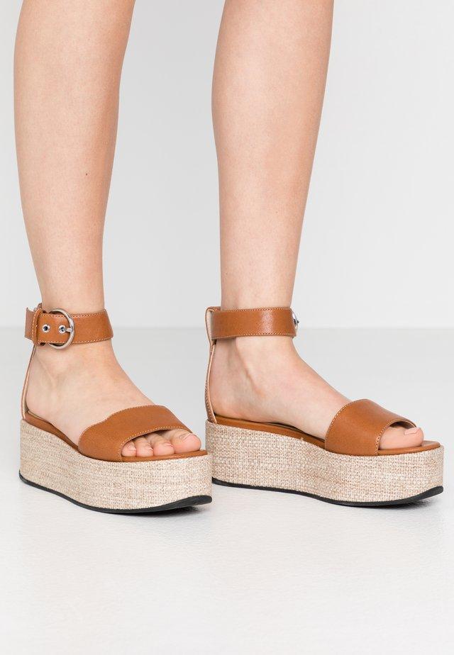 FELICIA - Korkeakorkoiset sandaalit - saddle