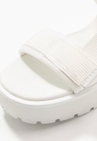 Vagabond - DIOON - Sandály na platformě - white - 2