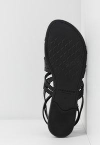 Vagabond - TIA - Sandaler - black - 6