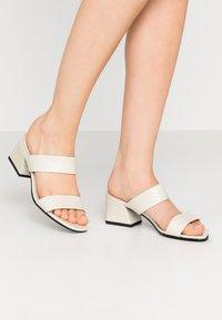 Vagabond - ELENA - Pantofle na podpatku - offwhite - 0
