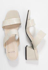 Vagabond - ELENA - Pantofle na podpatku - offwhite - 3