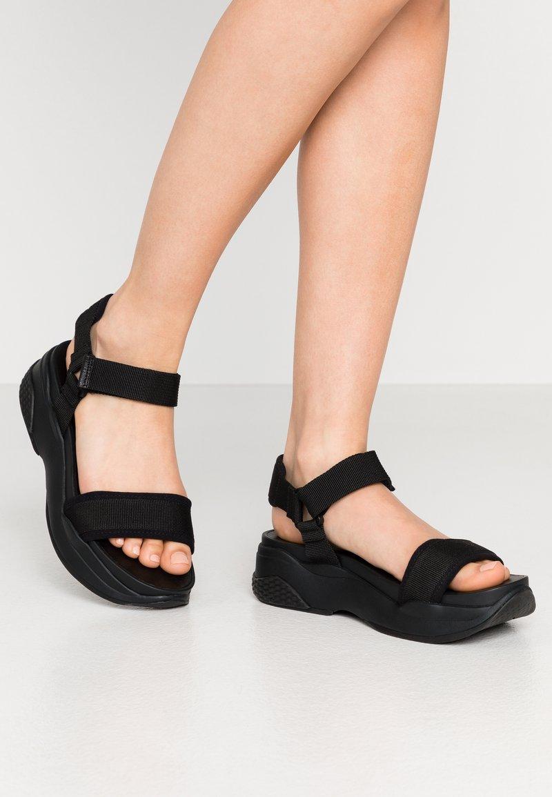 Vagabond - LORI - Korkeakorkoiset sandaalit - black