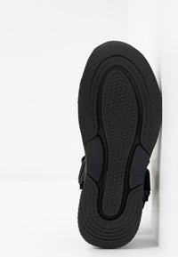 Vagabond - LORI - Korkeakorkoiset sandaalit - black - 6