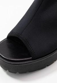Vagabond - DIOON - Korkeakorkoiset sandaalit - black - 2