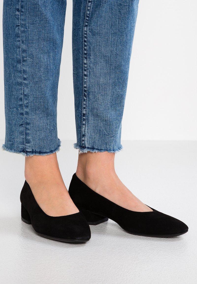 Vagabond - JOYCE - Classic heels - black