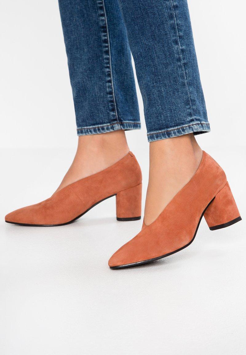 Vagabond - TRACY - Classic heels - terracotta
