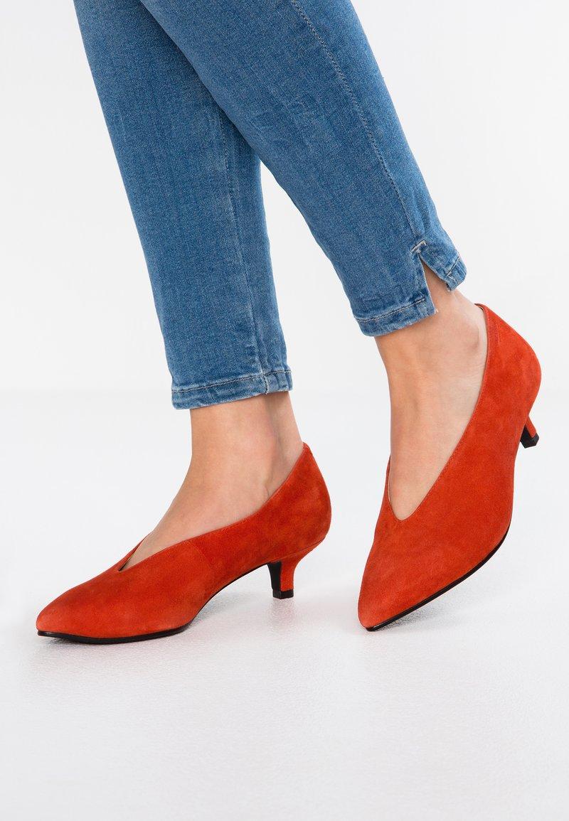 Vagabond - MINNA - Classic heels - tangerine