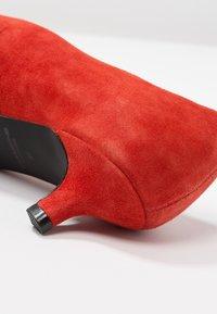 Vagabond - MINNA - Classic heels - tangerine - 2