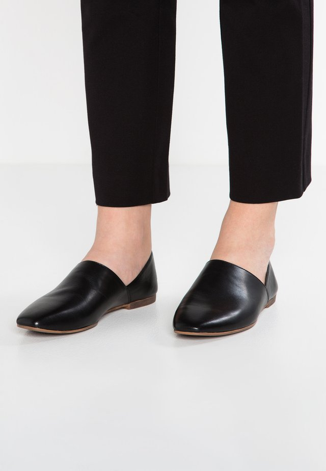 AYDEN - Loaferit/pistokkaat - black