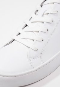 Vagabond - ZOE - Baskets basses - white - 6