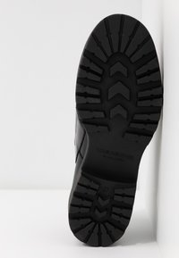 Vagabond - KENOVA - Slippers - black - 6