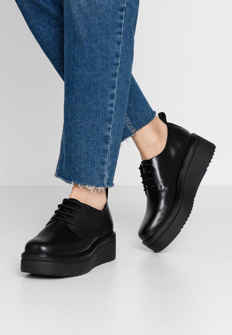 Vagabond - TARA - Šněrovací boty - black