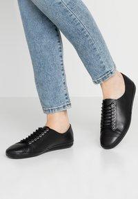 Vagabond - ROSE - Sznurowane obuwie sportowe - black - 0