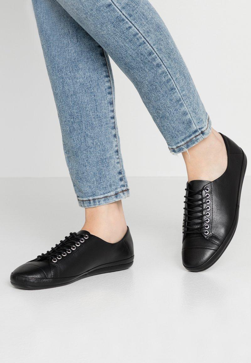 Vagabond - ROSE - Sznurowane obuwie sportowe - black